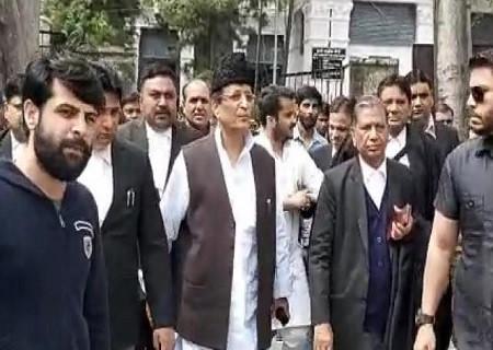 सपा सांसद आजम खान धोखाधड़ी मामले में बीवी-बेटे संग अदालत के आदेश पर दो मार्च तक न्यायिक हिरासत में