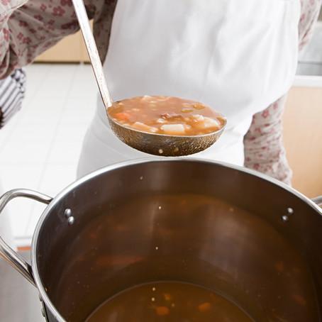 Recept: Soep met kikkererwten, groente en pesto