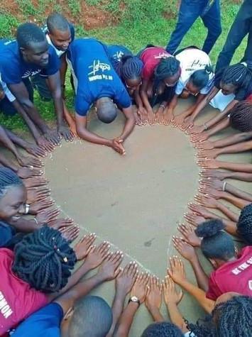 Enfants circlecoeur.jpg