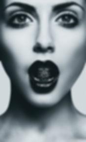 モデル食べるダイヤモンド