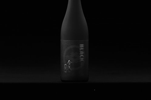 Black Junmai Extra Dry (for hearty dishes -steak) 720ml