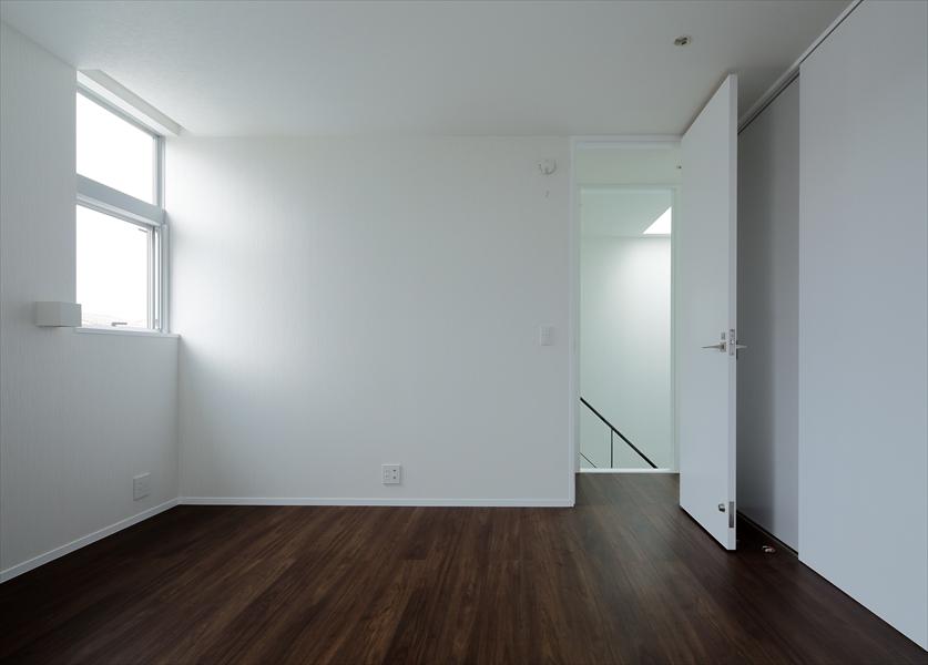 13133023_三田の住宅_住戸B_3階_主寝室.jpg