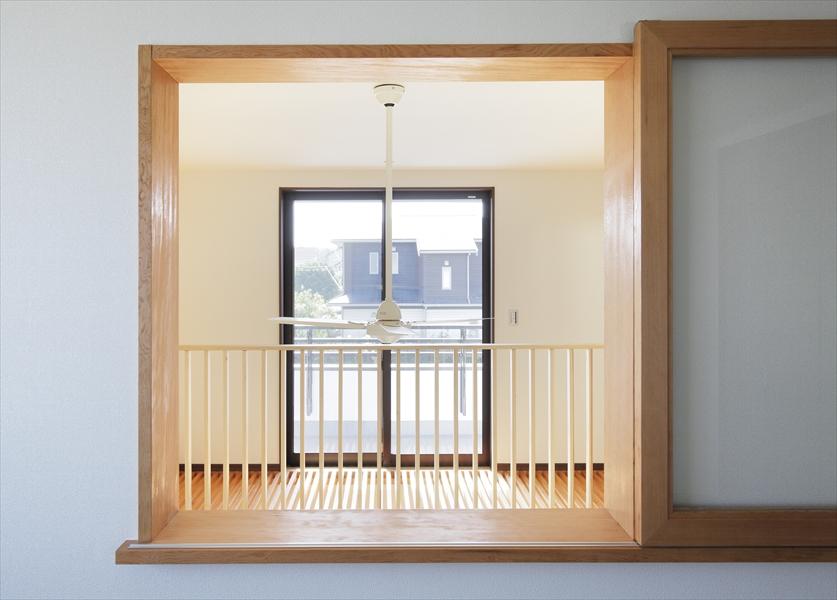 11191011_日立風雅_八郷_2階_洋室(1)窓より吹抜を観る.jpg