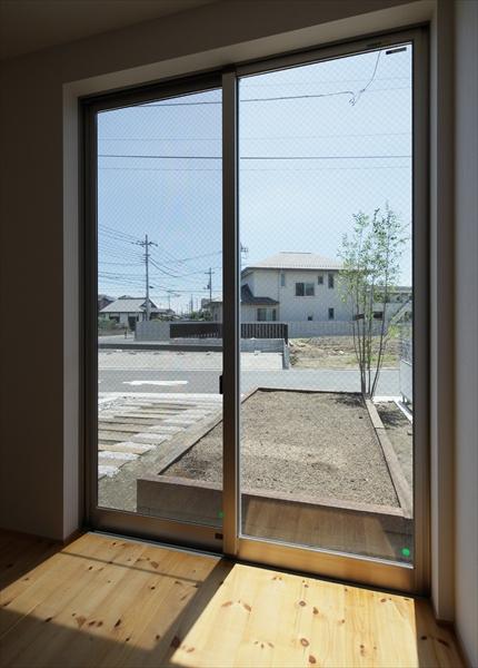 10155026_ベジハウス_A棟_洋室2より畑を見る.jpg