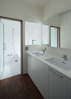 11127020_逗子の住宅_洗面所・浴室.jpg