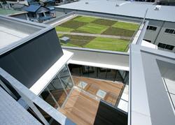 0701090033_メンテック技術開発センター_ブリッジより工場棟屋上を見る.jpg