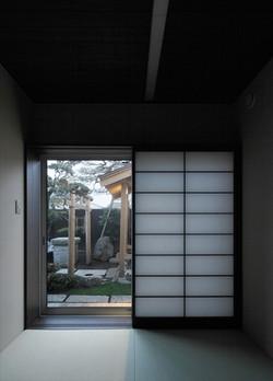 10211034_葛飾の住宅_和室2より中庭を見る.jpg