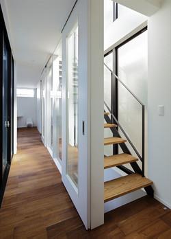 13133024_中町の住宅_2階_廊下・階段.jpg