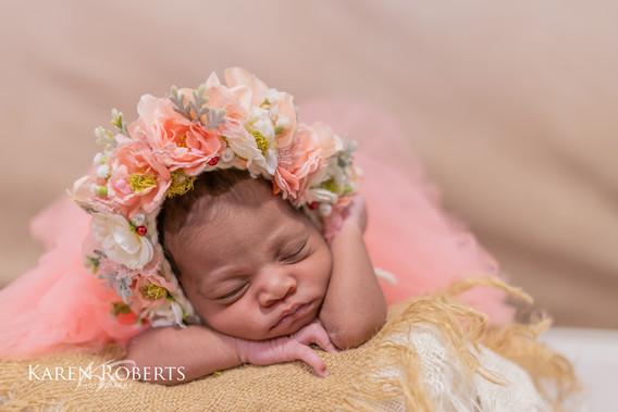 Alysha newborn session (1 of 1).jpg