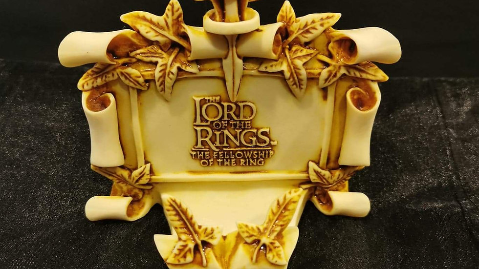 Lotr smartphone desk holder