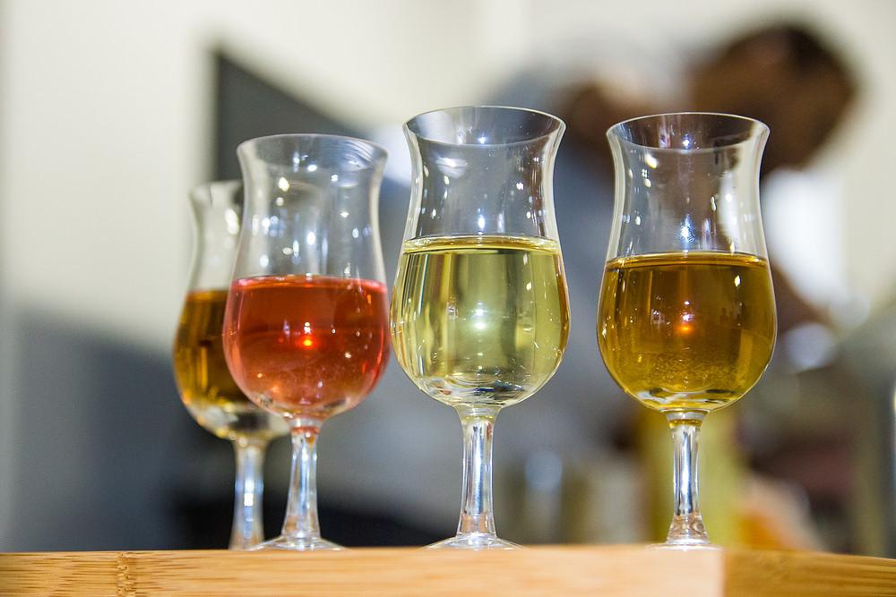 A Paula nos apresentou dois chás, o Chá Verde e o Chá Preto... e duas infusões. A diversidade de cores e sabores encanta.