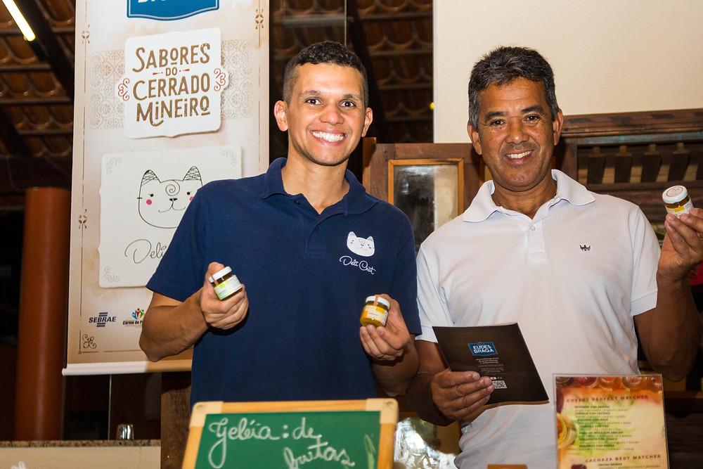 Davi (meu sócio) e Gelcedi (seu pai) apresentando as geleias Deli Chat em Carmo do Paranaíba