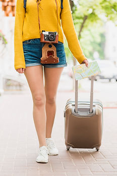solo-traveler-with-her-baggage freepik.j
