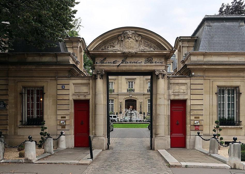 1200px-Hôtel_Saint-James_Paris,_5_place_