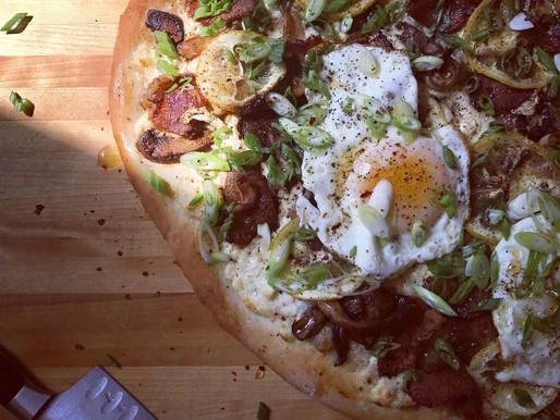 Recette de pizza déjeuner à la ricotta, au bacon et au citron d'Olive & Gourmando
