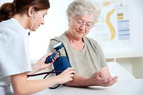 terceira-idade-idoso-saudável-feliz-médico-exame-convênio-fisioterapia-saude-terceira-idade-consulta-sus-vacina-hospital