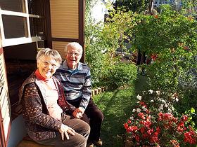 terceira-idade-idoso-sorrindo-feliz-rindo-saudável-qualidade-de-vida-jardim-parque