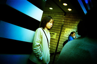 新宿地下道出口01_09_18 のコピー.jpg