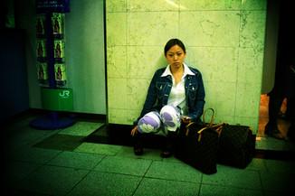 座る女01_09_09 のコピー.jpg