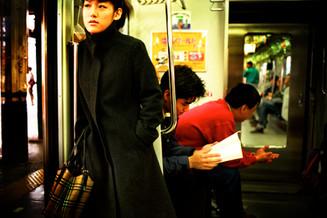電車内女性01_09_18 のコピー.jpg