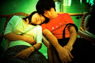 寝る二人01_09_09 のコピー.jpg