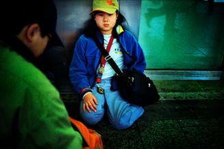 渋谷座る子供02_01_19 のコピー.jpg