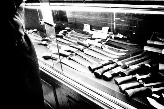 イセサキ町、ナイフ店.jpg