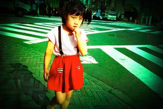 交差点少女02_06_26 のコピー.jpg