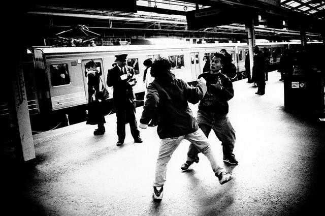 新宿駅、喧嘩.jpg