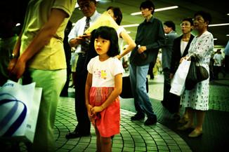 並ぶ女の子01_09_11 のコピー.jpg