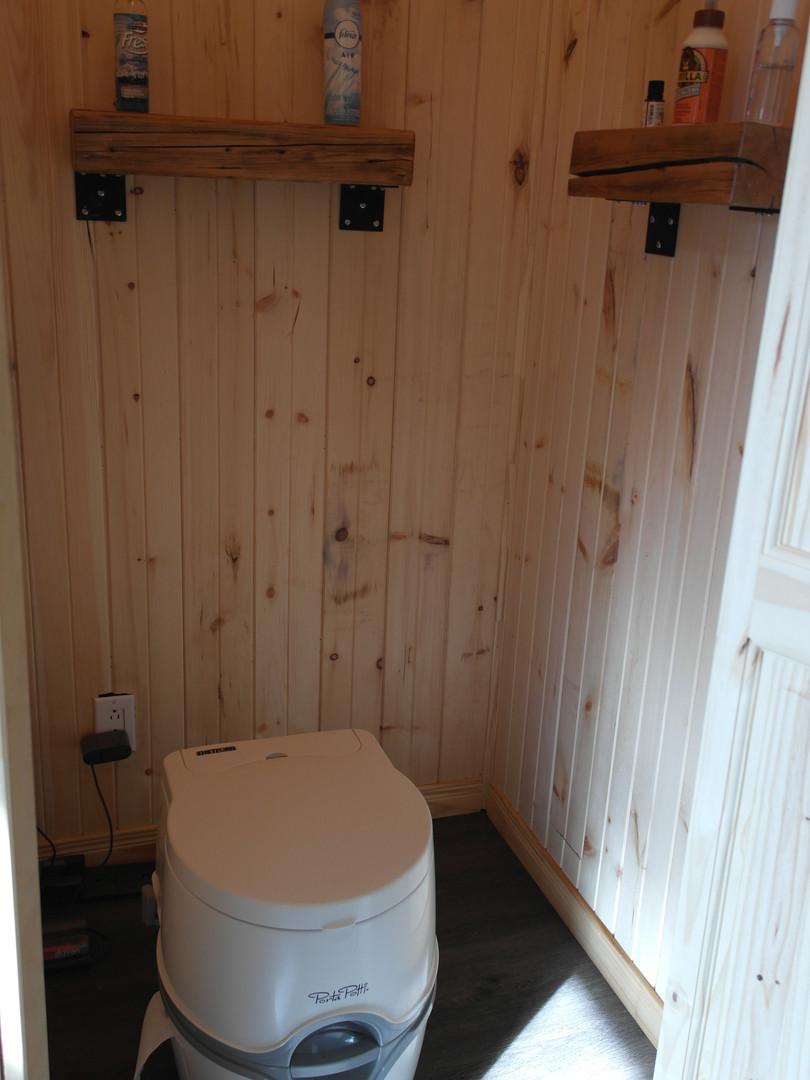 Chalet toilette.JPG
