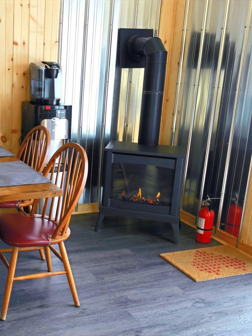 Table et foyer de cuisine - Chalet _ Pic