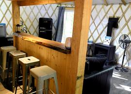 Yourte Mésange - Espace bar.png