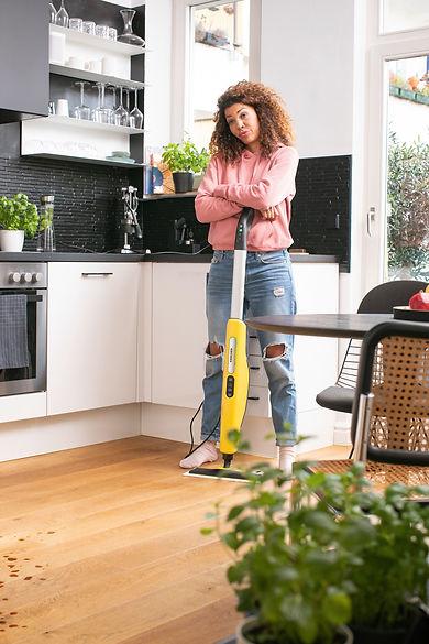 SC_3_Upright_EasyFix_kitchen_wood_lifestyle_app_01_CI20_300 dpi (jpg).jpg