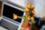 Laptop e flores