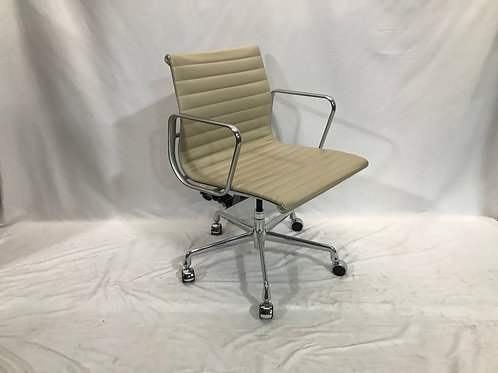 Pre-owned Eames Management Chair