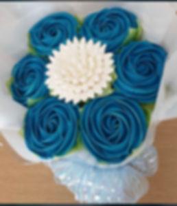 white n blue bouquet.jpg