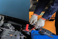 Car mechanic check the battery capacity