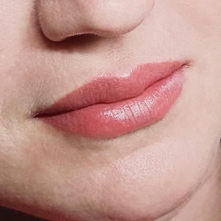 Lippen wurden vor einem Jahr gemacht