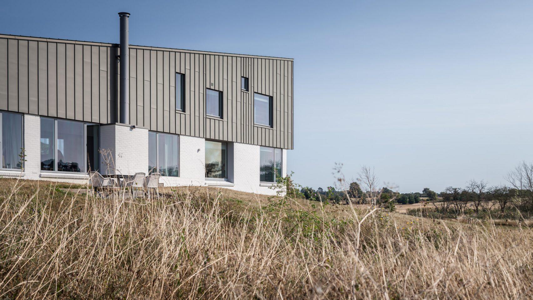 marsh-hill-mole-architecture-residential-uk-england_dezeen_hero-2-1704x959.jpg