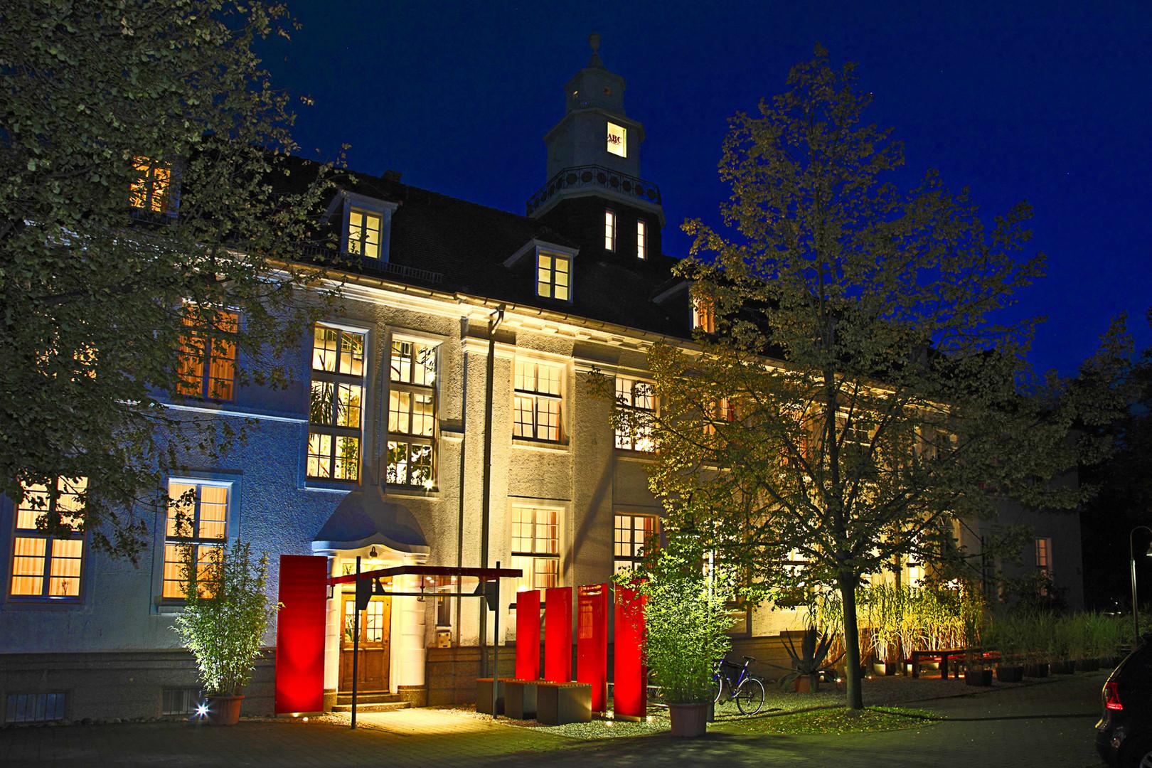 ABC Hotel bei Nacht