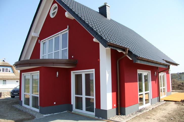 Nach der Schneeschmelze konnte endlich die typisch nordische Fassade fertig gestellt werden.