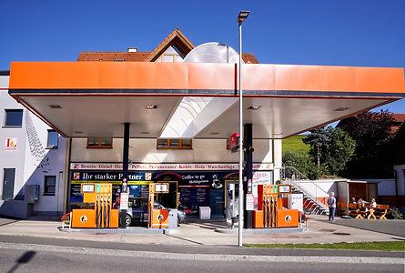 Tankstelle von der Seite.jpg