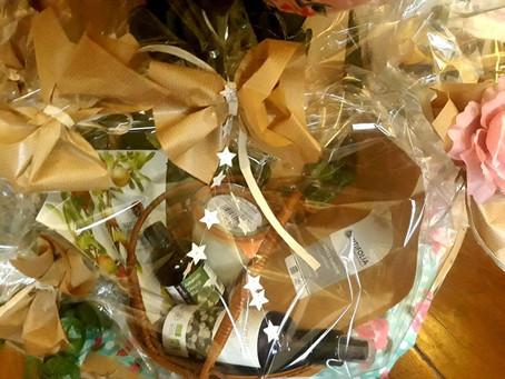 Splendide coffret tout bio pour les fêtes 🎁🥰! Argile,masques, bougie, huile végétale, eau florale.