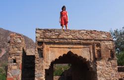 Bhangarh ruins, Ajabgar Valley