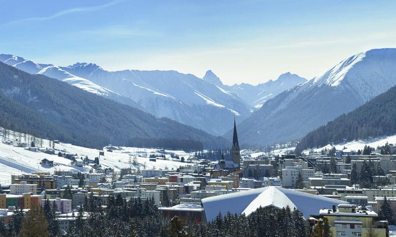 Davos_Stadtbild_Richtung-Tinzenhorn_Wint