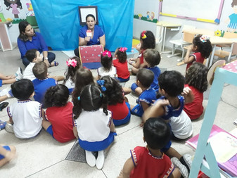 Em nosso colégio volta às aulas significa alegria, criatividade, imaginação e contações de histórias