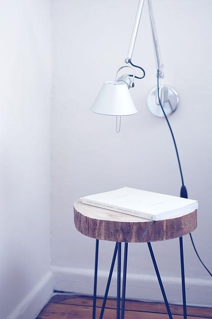 固体木製のテーブル