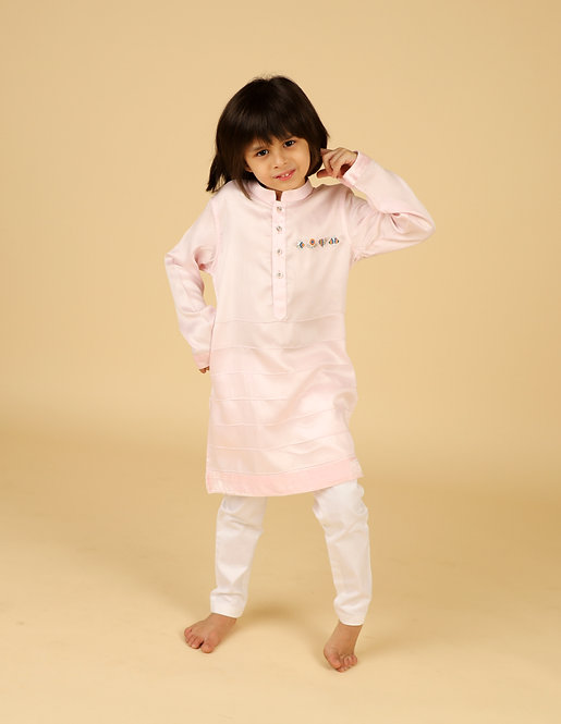 Baby Pink Kurta With Chest Motif And Pants