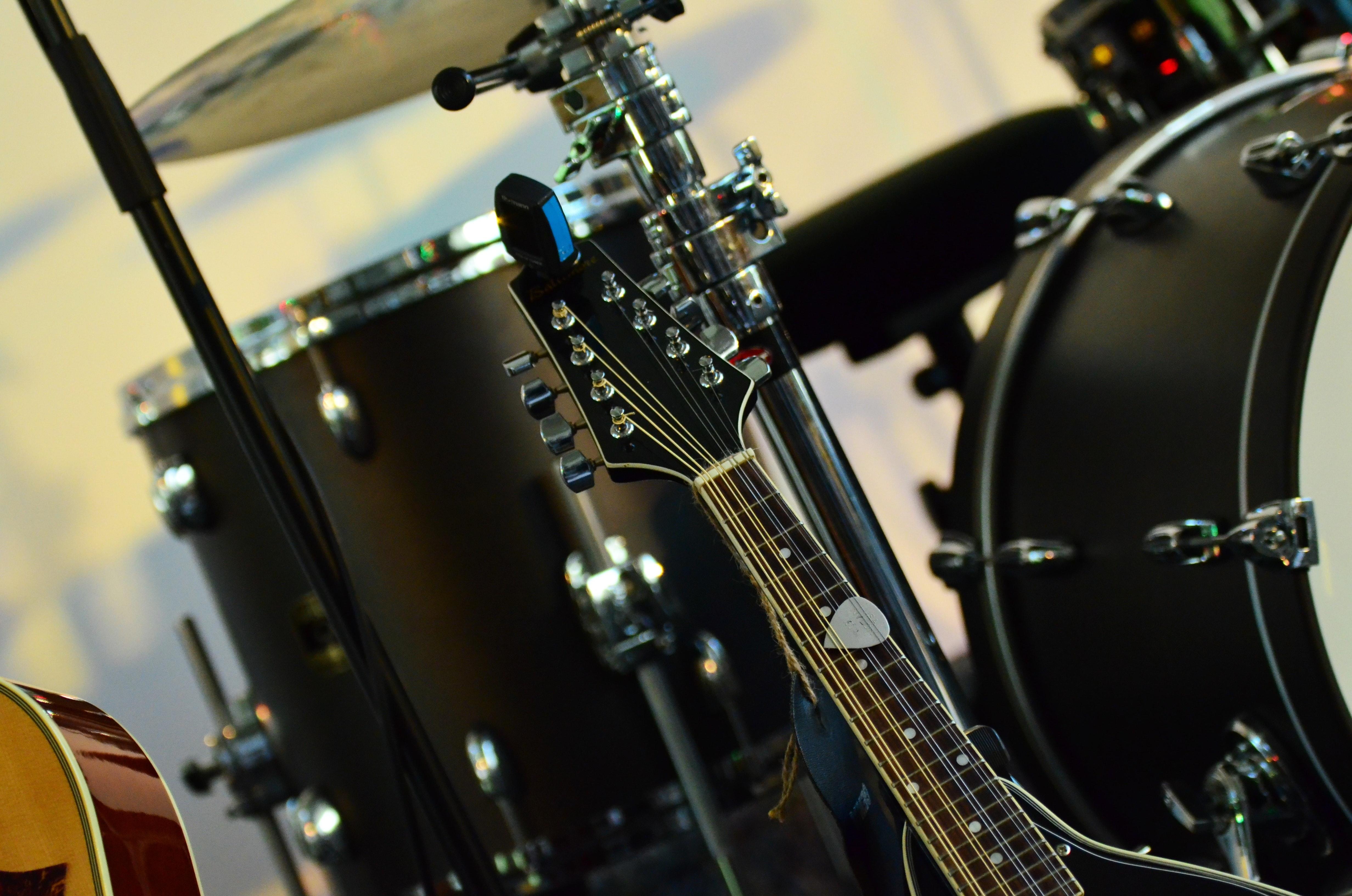 close-up-drums-guitar-35679